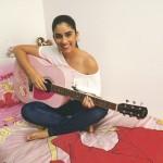 Radics Gigi gitározik